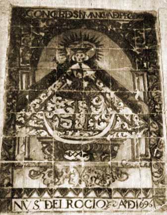 En la portada sur de la antigua ermita se encontraba un azulejo fechado en 1696 (mide 1,28 m. alto, 0,83 m. ancho)