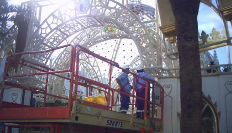 Comienzan a desmontar la Catedral efímera Traslado 2005