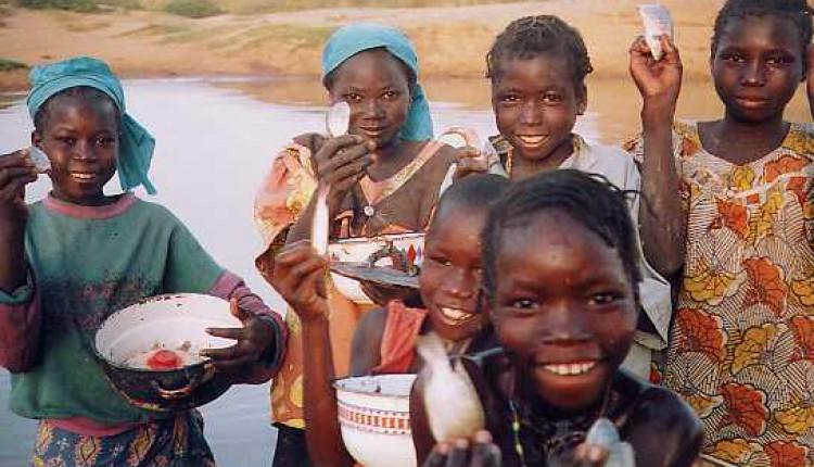 Ofrenda del Foro 2006 Taller de Costura Ntra. Sra. del Rocío en Camerún