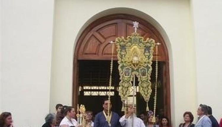 MONTEQUINTO – la Hermandad de Ntra. Sra. del Rocío bendijo su nuevo Simpecado