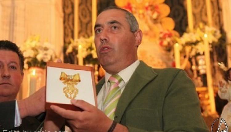 Entrega de la medalla de oro de la Hermandad del Rocio de Salteras a la Hermandad del Rocío de Olivares por su 75 aniversario fundacional