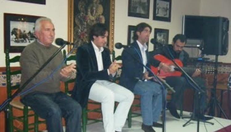 Noche Buena Flamenca de la Plazuela actúa en la Casa-Hermandad del Rocío de Arcos en beneficio de la Bolsa de Caridad.