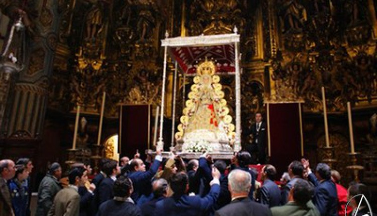 Sevilla – La Virgen del Rocío del Salvador pudo completar su recorrido, pese a la lluvia