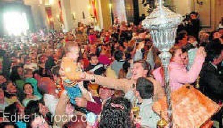 La Candelaria 2010 – La Virgen del Rocío se reencuentra con los niños