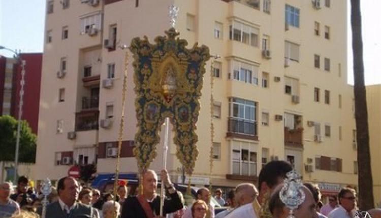 La Hermandad del Rocío de Montequinto inició ayer lunes su camino hacia la Ermita de la Blanca Paloma.