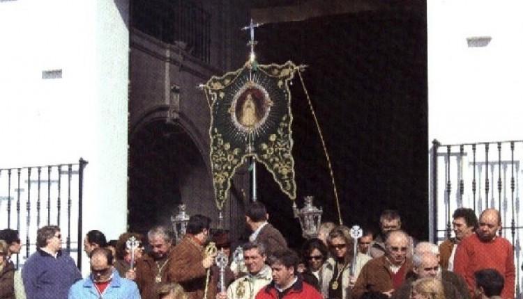 La Hermandad del Rocío de Pilas celebra la Candelaria en la Ermita del Rocío