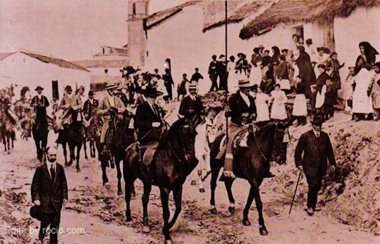 SS.MM. Don Alfonso XIII y Dª Victoria Eugenia paseando por Villamanrique el día 15 de marzo de 1911, día de la Confirmación del Título de Real a la Hermandad
