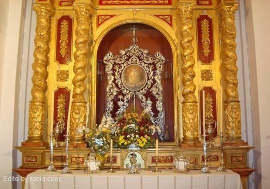 Altar de cultos en la parroquia de Santa María Magdalena