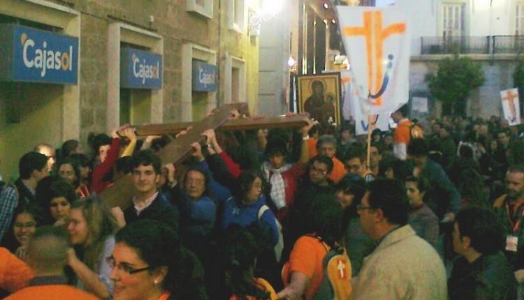 La Cruz del Papa y el icono de la Virgen de la JMJ, llegan al Santuario del Rocío