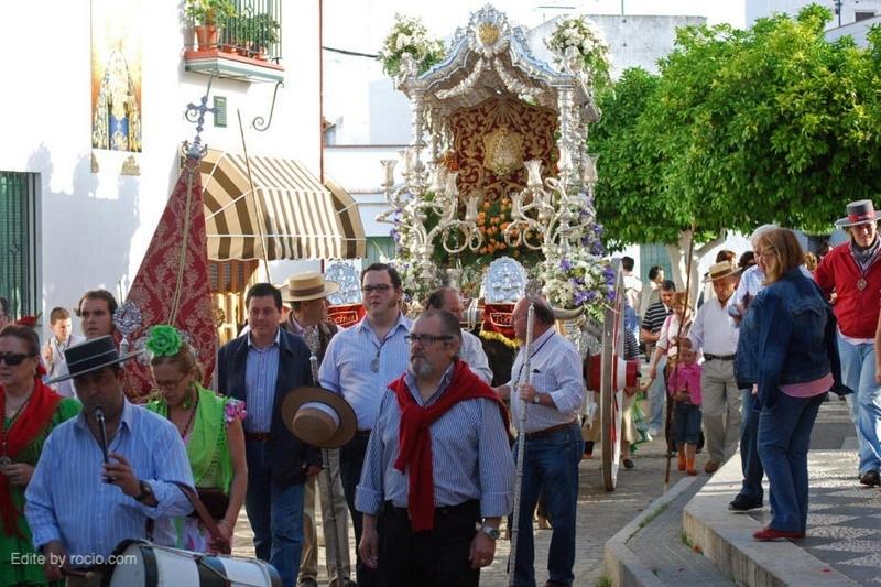 Fotografía de archivo la salida de los peregrinos hacia la Aldea del Rocío