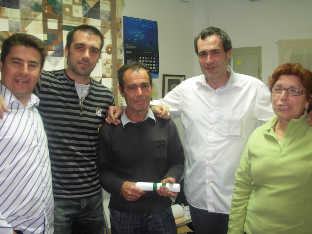 Antonio García Mancheño, Rociero 2011 con su esposa Dolores y la Junta Directiva.