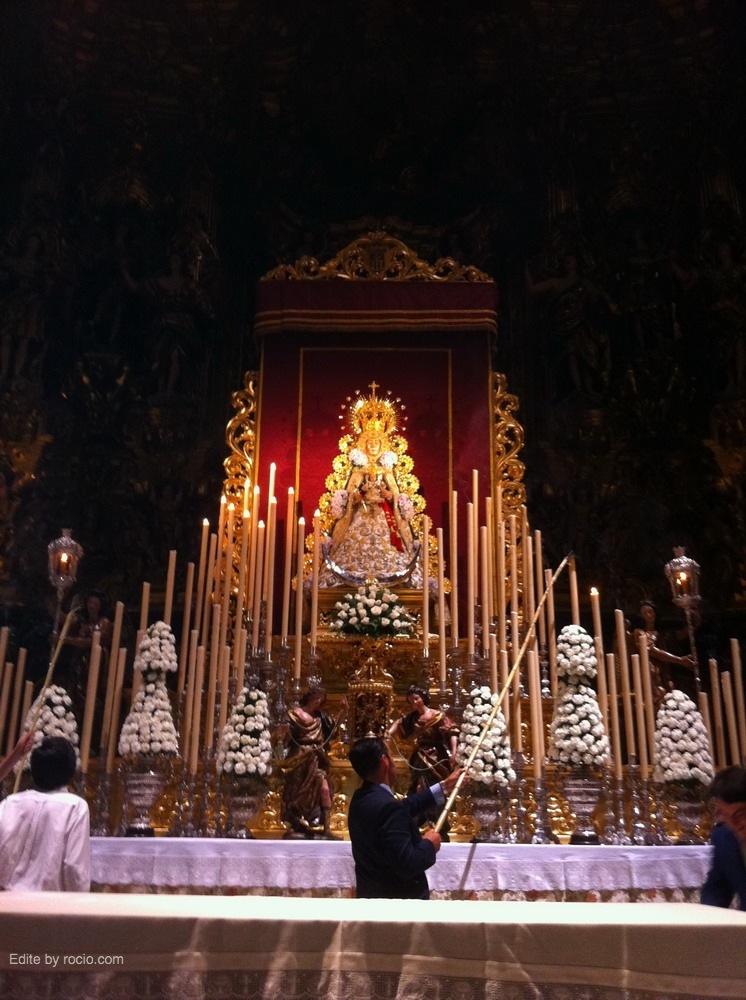 El altar del Salvador con Ntra. Sra.
