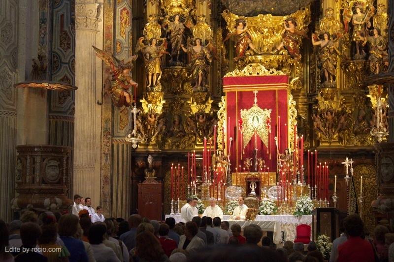 El obispo auxiliar de Sevilla, Santiago Gómez Sierra, ha oficiado la Misa de Romeros