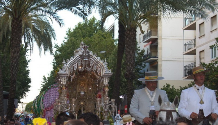 Entrada de las Hermandades Ntra. Sra. del Rocío de Mararena, Sevilla-El Salvador y Triana