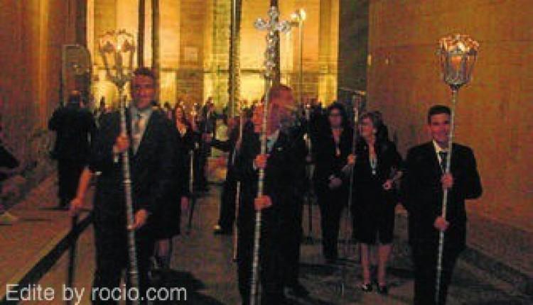 La Hermandad de Almería ha celebrado su XXV Aniversario Fundacional con la salida de la imagen de Ntra. Sra. por las calles de la ciudad