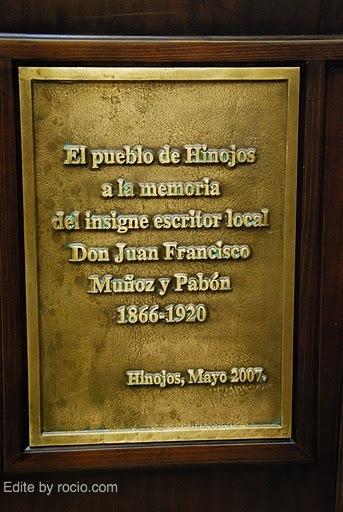 Detalle de la placa del monumento