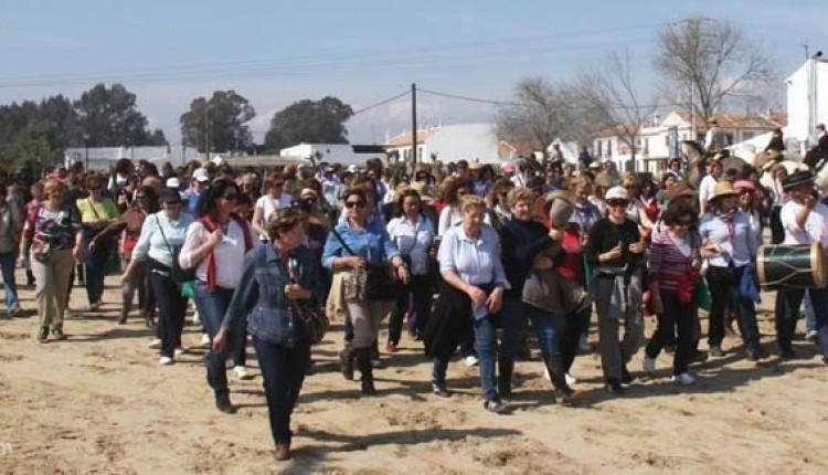 Hermandad de Utrera – Más de 500 mujeres peregrinaron al Rocío