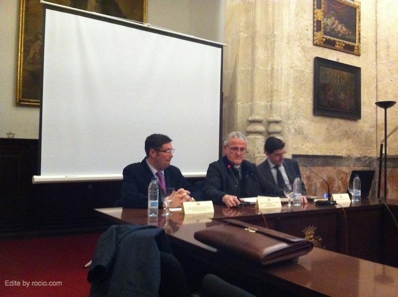 Mesa de la Presentación: Pte. de la Hdad. Matriz, deán del Ilmo. Cabildo de la S.I. Catedral de Sevilla y Santiago Padilla