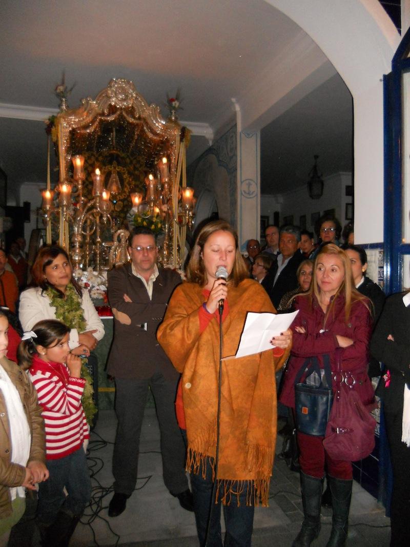La Secretaria, Matilde Pérez, hace lectura de la candidatura presentada por Juan Vázquez para ser Hermano Mayor de la Romería 2013