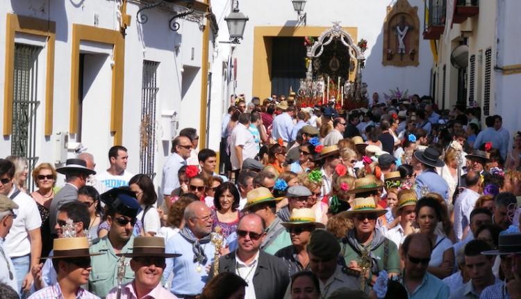 El martes 22, Salida de las Carretas de Gines hacia El Rocío, Fiesta de Interés Turístico de Andalucía