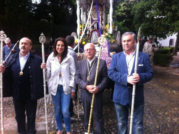 Alcaldesa de Ronda junto al Hno. Mayor y autoridades