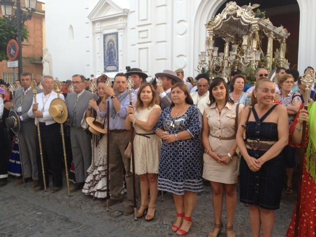 Una representación municipal recibe a la Hermandad del Rocío de Isla.