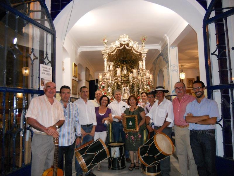 Foto de familia donde todo el grupo