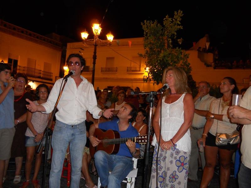 Arturo y Carmen Pareja Obregón interpretando la Salve