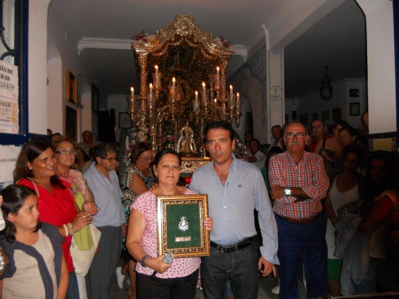 Loli Garrido, directora del Coro, con el Hermano Mayor Juan Vázquez Malavé
