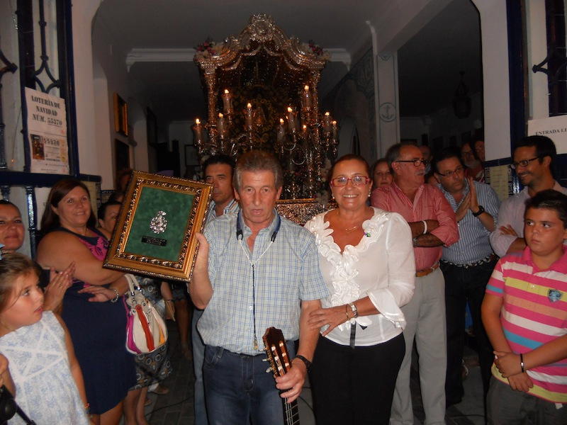 La Alcaldesa de Isla Cristina entrega a Juan Ramos