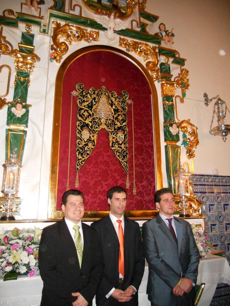 Los creadores del Retablo, D. José Mª Martín Fernández (Escultor y Tallista), D. Francisco J. Gutiérrez Sáchez (Dorador) y D. Antonio J. Noguerol Varela (Carpintero).