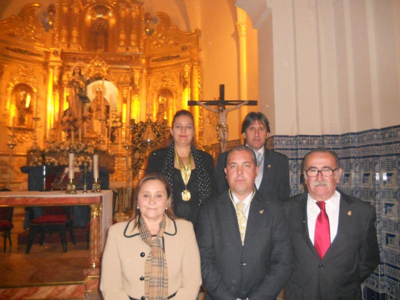 El nuevo Presidente, Pedro Jesús Álvarez con los Presidentes de las Hermandades de Gibraleón y Punta Umbría, Francisco Amorós y la Alcaldesa isleña Mª Luísa Faneca