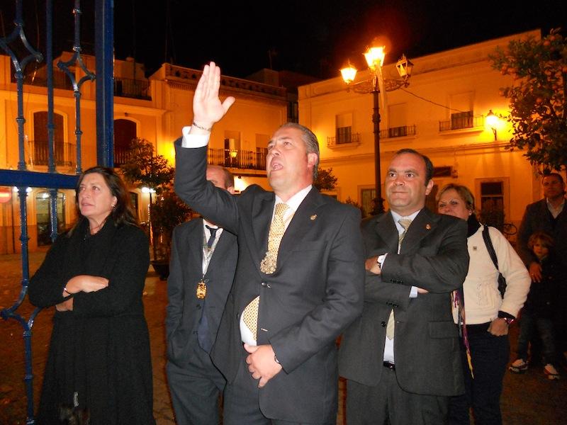Pedro Jesús Álvarez, Presidente de la Hermandad del Rocío, dando Vivas al Simpecado en la Casa Hermandad.