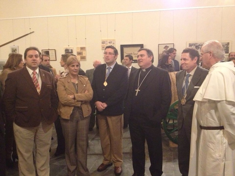 El Presidente de la Hdad. Matriz, acompañado del Sr. obispo, la Alcaldesa y el Hno. Mayor de la Hdad. de Jerez