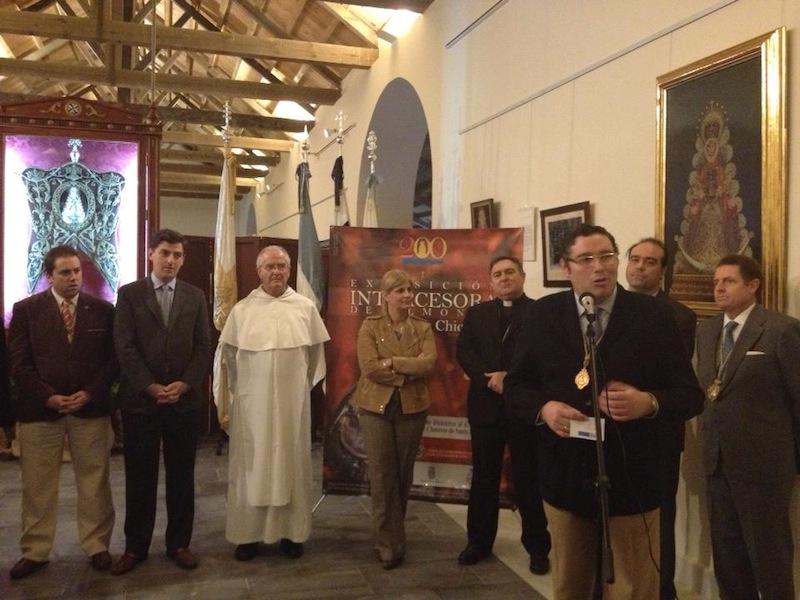 El Presidente de la Hdad. Matriz, Juan Ignacio Reales, presentando la exposición
