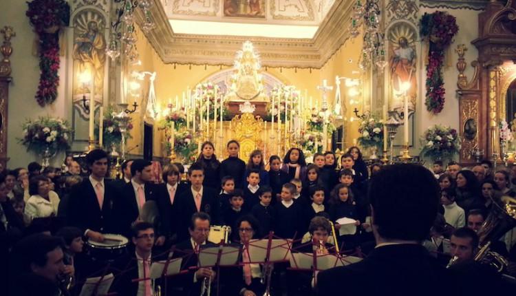 Banda Municipal de Música de Almonte ante la Virgen del Rocío