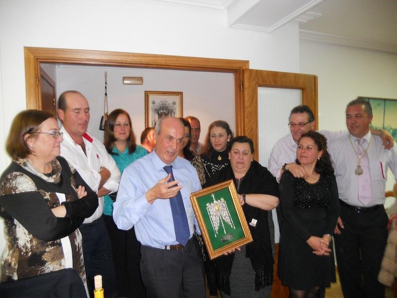 Pepe Silva dirige unas palabras a los hermanos y hermanas congregados en la Cena de Navidad