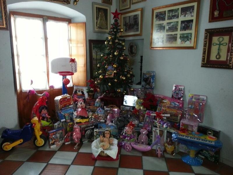 Algunos de los juguetes repartidos por Cáritas