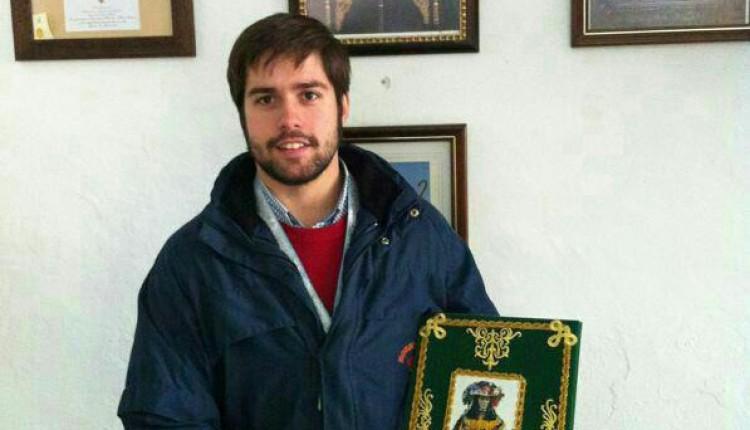 Hermandad de Osuna – Carlos Bellido García recibe las pastas para su pregón rociero