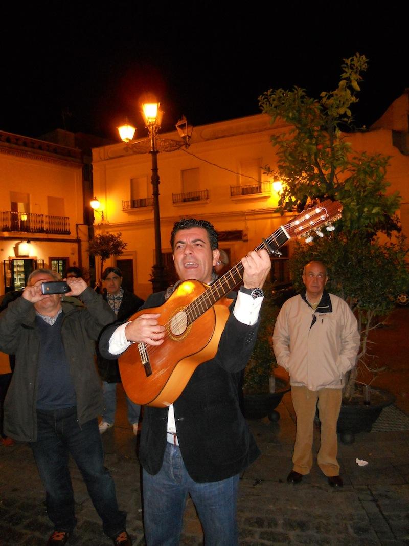 Fernando Romero interpretando la Salve
