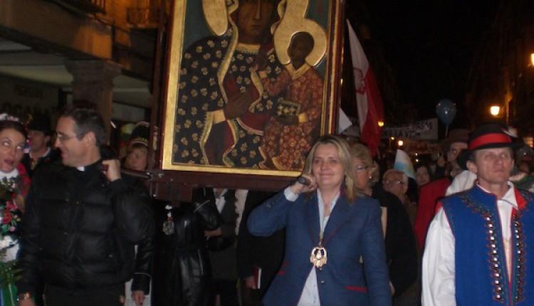 Hermandad de Alcalá de Henares – Bienvenida a la Virgen peregrina de Czestochowa