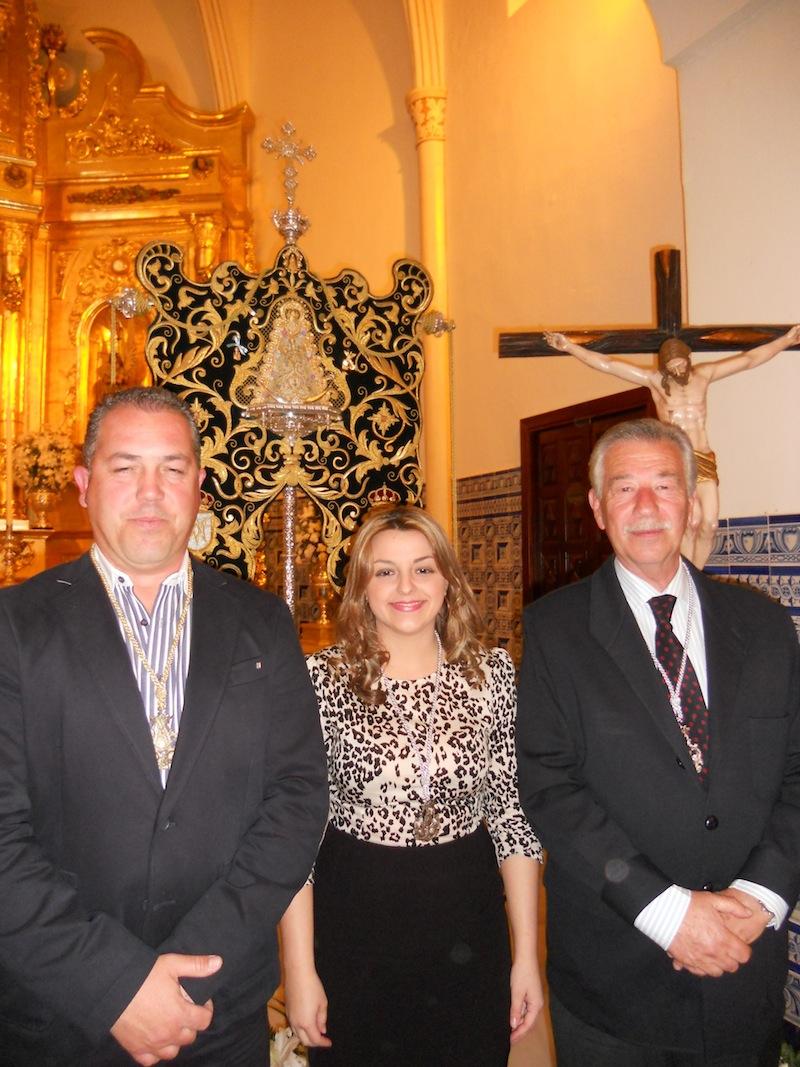 Emiliano Cabot y Bella Reyes con el Presidente y ante nuestro Simpecado