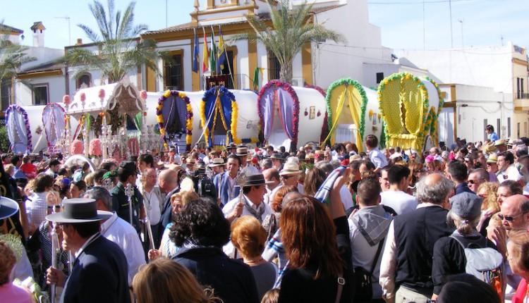 Gines vive este miércoles su multitudinaria Salida de las Carretas, la única declarada Fiesta de Interés Turístico de Andalucía