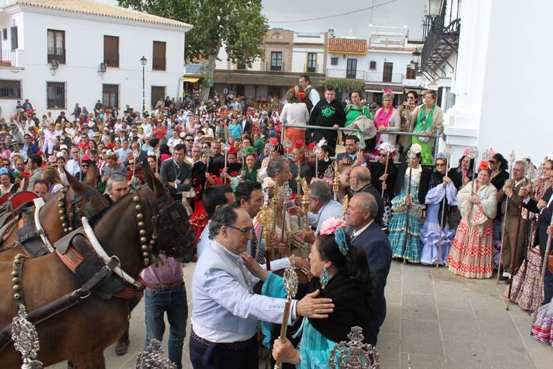 El presidente de la Hdad. de Medina del Campo es recibido por la Hermandad Matriz de Almonte  (foto rocio.com)