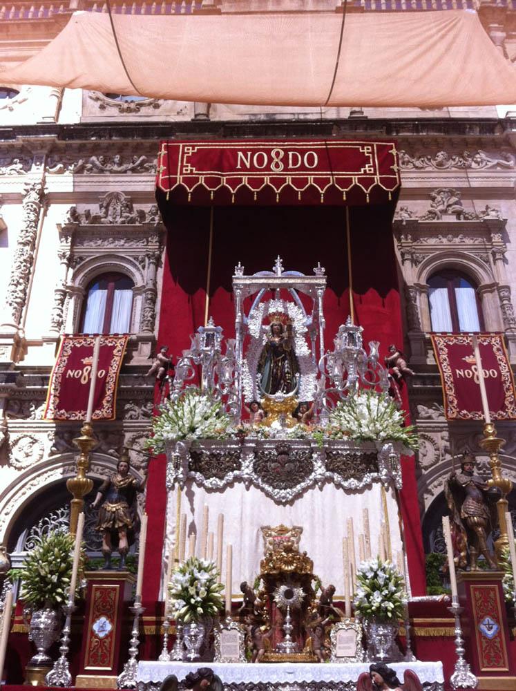 Altar de la Virgen de la Hiniesta en la Plaza de San Francisco