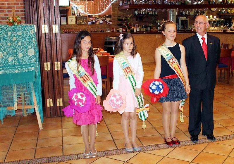 El Presidente Santiagom Donoso, Don la Reina Inafantil Thais y sus Damas Raquel y Elisabeth
