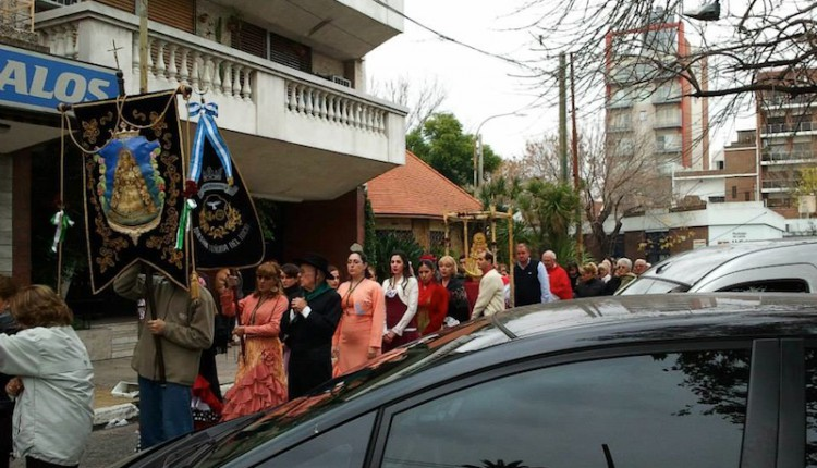 Hermandad Nuestra Señora del Rocío de Valentín Alsina  (Argentina) – Rocío 2013