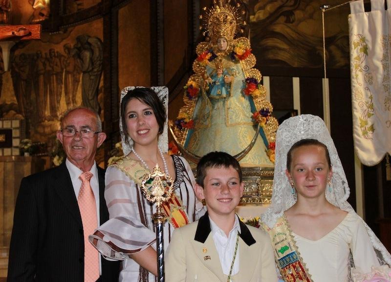 Santiago con las Reinas y el Rociero Infantil.