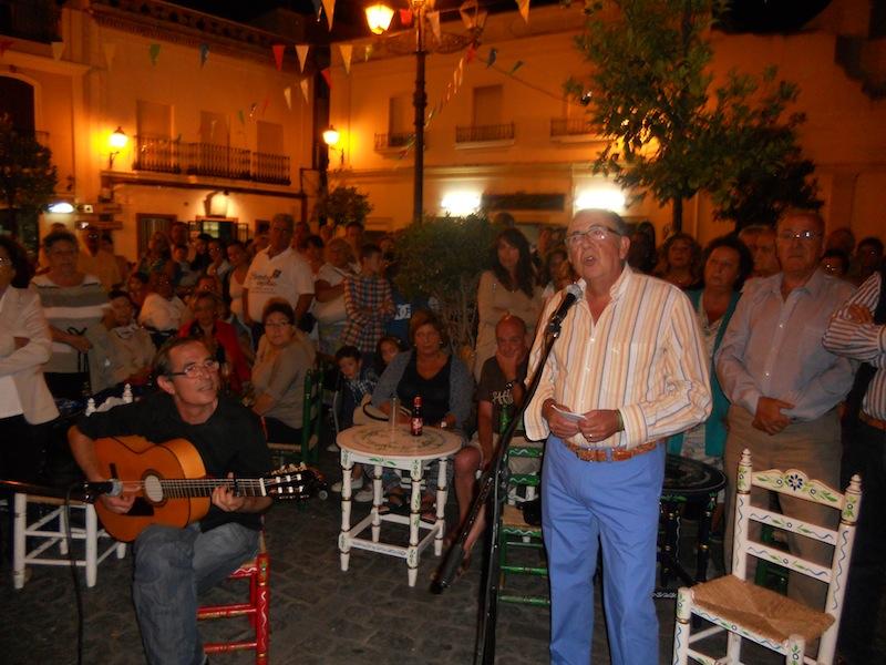 Acompañado a la guitarra por Antonio Rodríguez