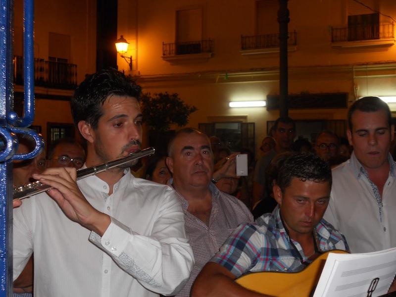 Con el hermoso sonido de la flauta comienza el canto de la Salve por parta del Coro de la Hermandad de la Virgen del Mar